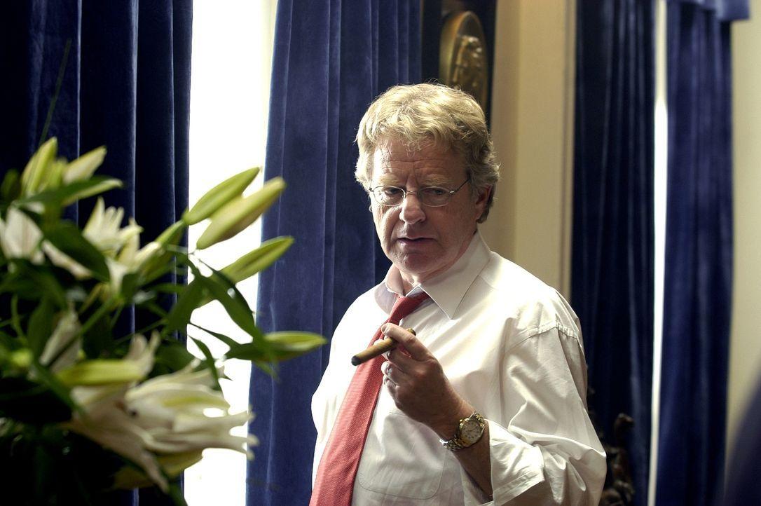US-Präsident (Jerry Springer) ahnt nicht, dass er blutrünstige Feinde hat ... - Bildquelle: Licensed by E.M.S. New Media