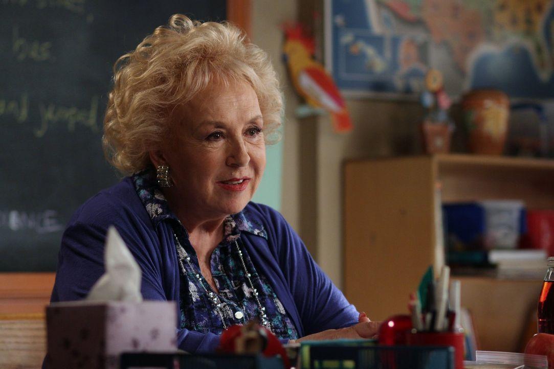 Die pragmatische Lehrerin Ms. Rinsky (Doris Roberts) hat keinerlei Verständnis für die kuriosen Ticks und Macken von ihrem neuen Schüler Brick ... - Bildquelle: Warner Brothers