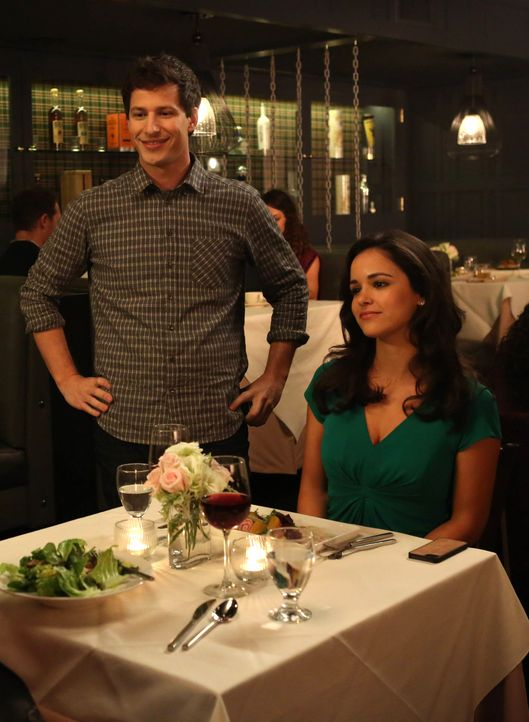 Jake Peralta (Andy Samberg, l.); Amy Santiago (Melissa Fumero, r.) - Bildquelle: Beth Dubber 2013 NBC Studios LLC. All Rights Reserved. / Beth Dubber