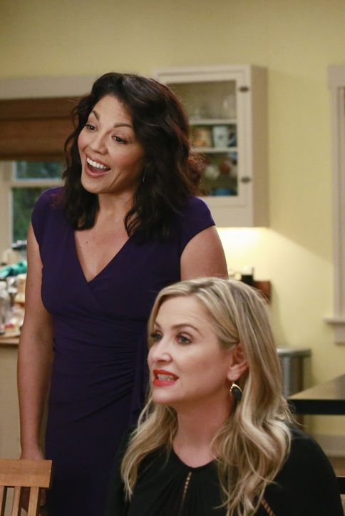 Nicht nur für Meredith, auch für Arizona (Jessica Capshaw, r.) ist es nicht leicht, als Callie (Sara Ramirez, l.) mit ihrer neuen Freundin auf der D... - Bildquelle: Mitchell Haaseth ABC Studios