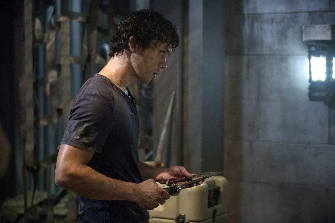 Wie skrupellos wird Bellamy (Bob Morley) dem Gefangenen gegenübertreten? - Bildquelle: Warner Brothers