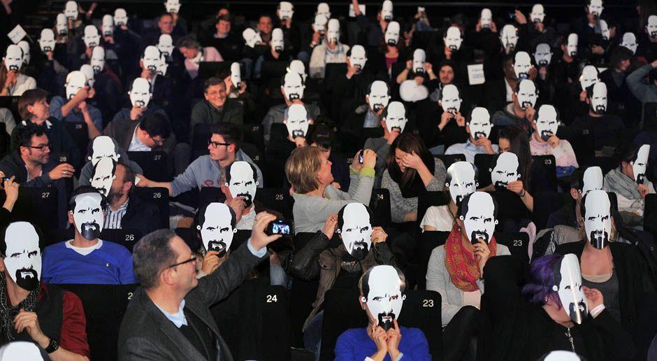 Premiere-Stromberg-Zuschauer-14-02-18-dpa - Bildquelle: dpa