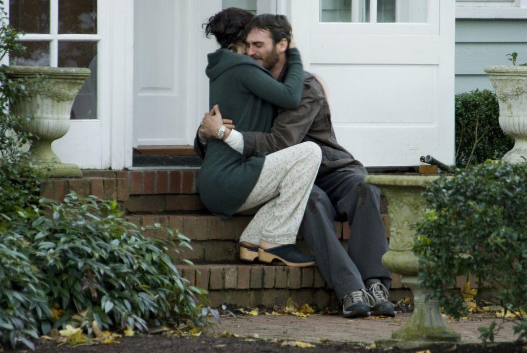 Seit dem Unfalltod ihres 10-jährigen Sohnes finden Ethan (Joaquin Phoenix, r.) und Grace (Jennifer Connelly, l.) nicht mehr häufig den Weg zueinan... - Bildquelle: TOBIS Film