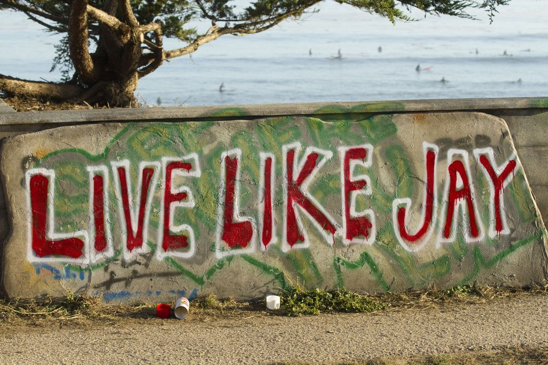 """Live Like Jay"" - ein Aufruf zu mehr Mut, Liebe und Demut und gleichzeitig eine Hommage an den aus Santa Cruz stammenden Surfer Jay Moriarity, der e... - Bildquelle: TM & COPYRIGHT   2011 Twentieth Century Fox Film Corporation and Walden Media, LLC. All Rights Reserved. Not for Sale or Duplication."