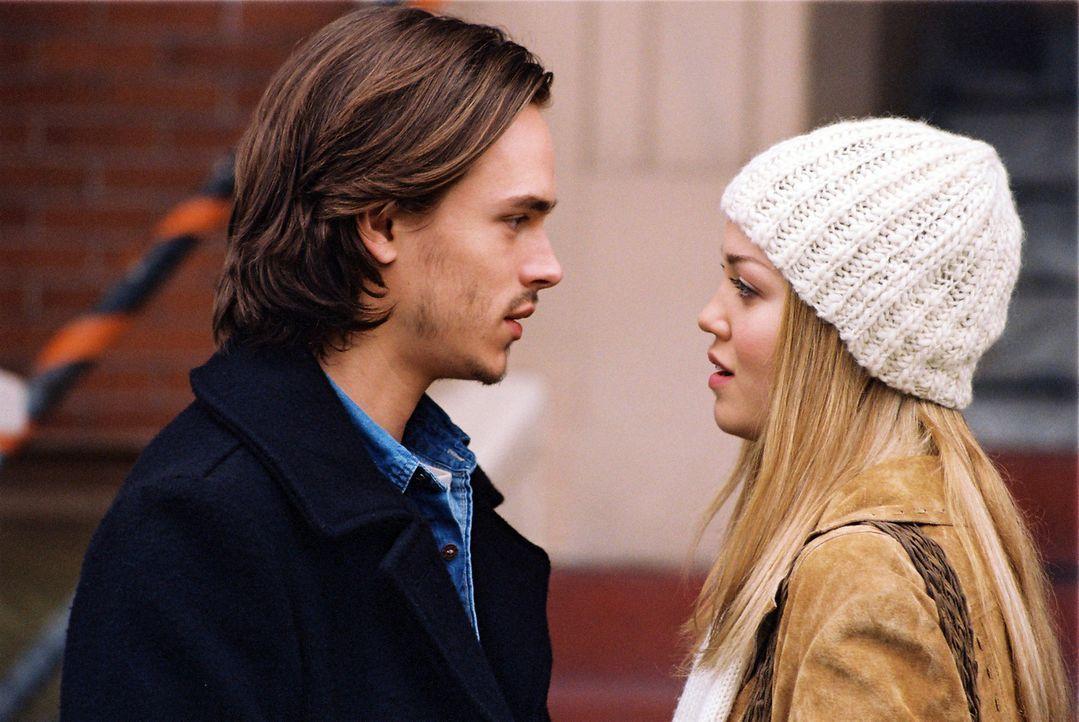 Als Jessica (Erika Christensen, r.) Alan (Jonathan Jackson, l.) mitteilt, dass sie sich von ihm trennen will, begeht er einen Selbstmordversuch. Dan... - Bildquelle: ApolloMedia