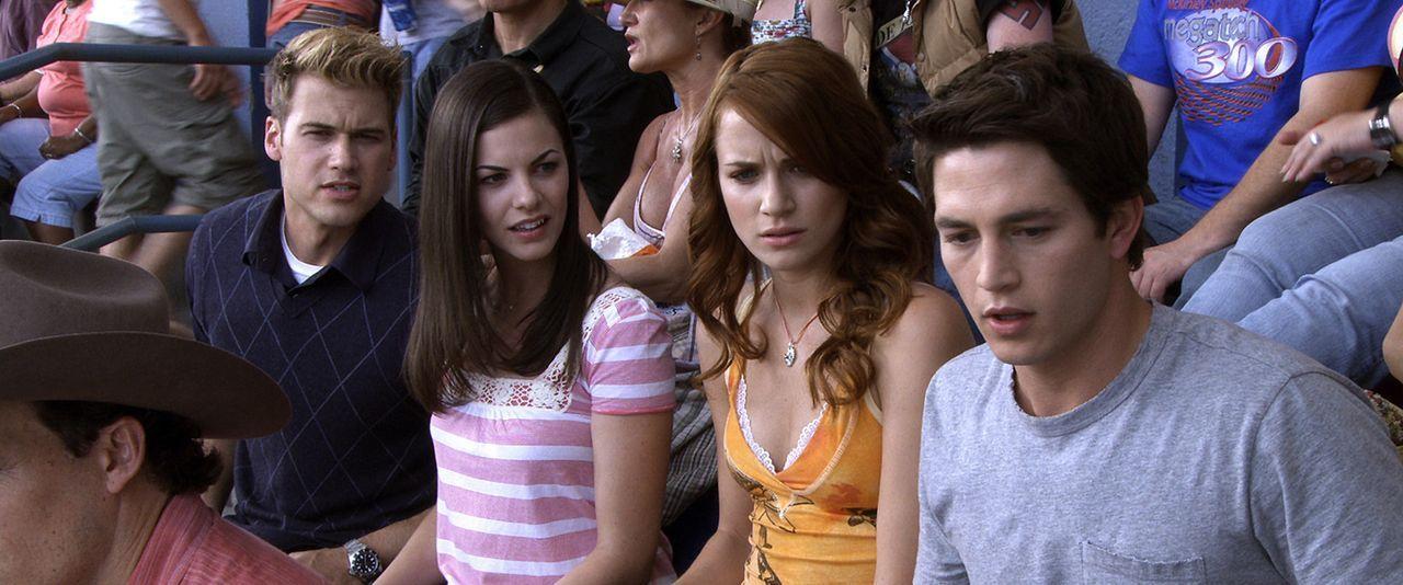 Während die Freunde Nick (Bobby Campo, r.), Lori (Shantel VanSanten, 2.v.r), Janet (Haley Webb, 2.v.l.) und Hunt (Nick Zano, l.) ein Autorennen bes... - Bildquelle: MMVII New Line Productions, Inc.