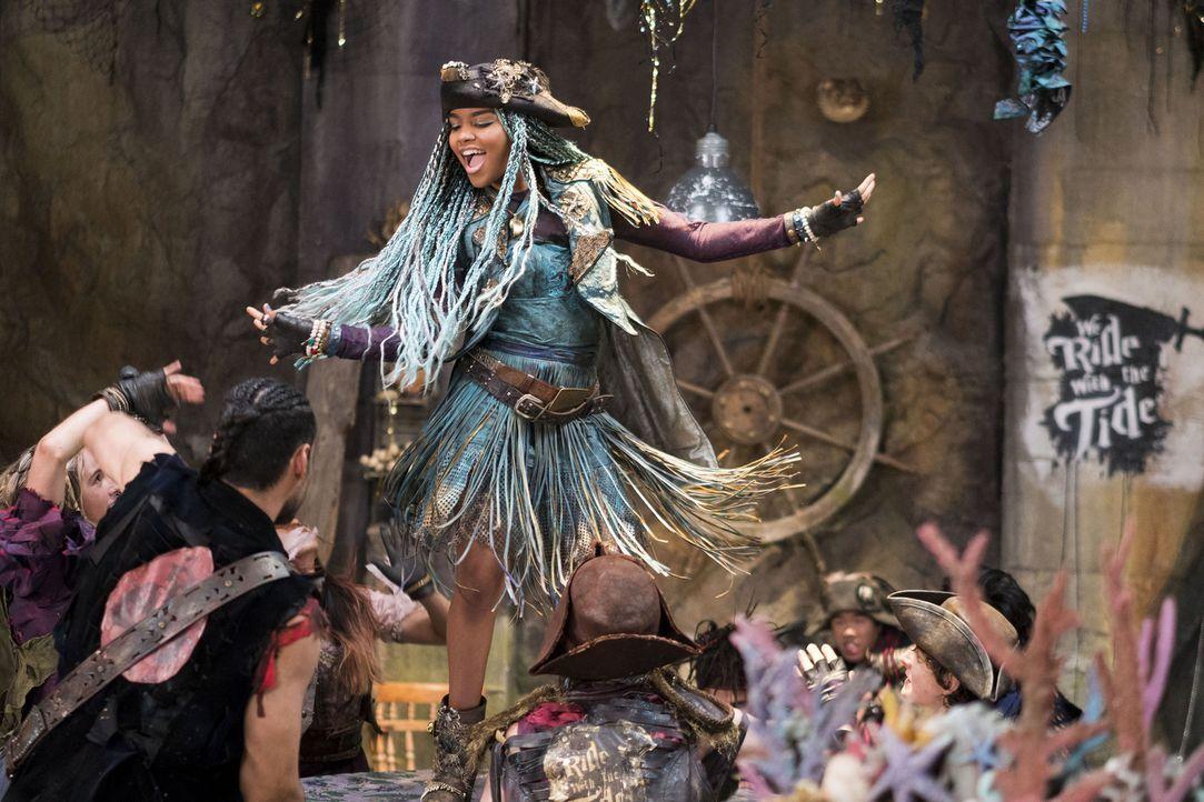 Auf der Insel der Verlorenen regiert inzwischen die selbsternannte Königin Uma (China Anne McClain). Sie versammelt ihre Piratengang um sich, um die... - Bildquelle: Disney