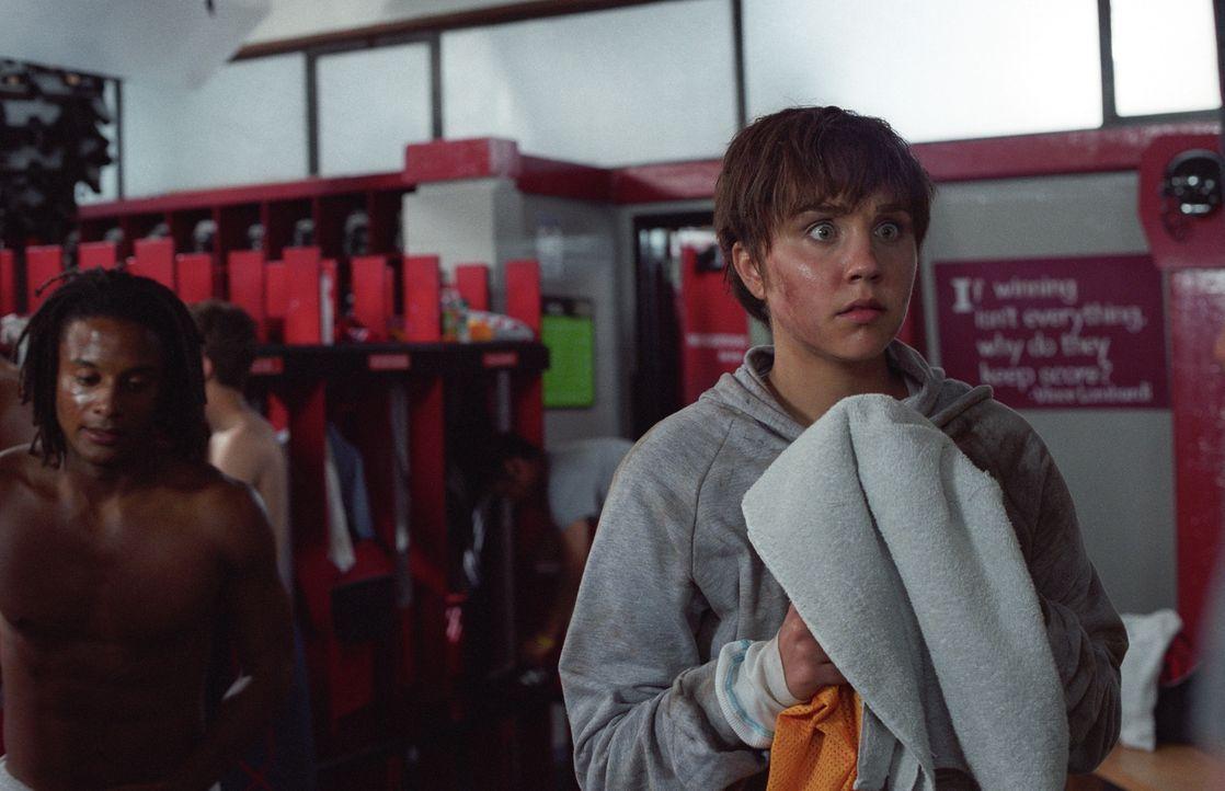 Nach dem Training ist erstmal eine heiße Dusche angesagt - doch wie soll Viola (Amanda Bynes, r.) da ihre Tarnung aufrecht erhalten? - Bildquelle: Kinowelt Home Entertainment