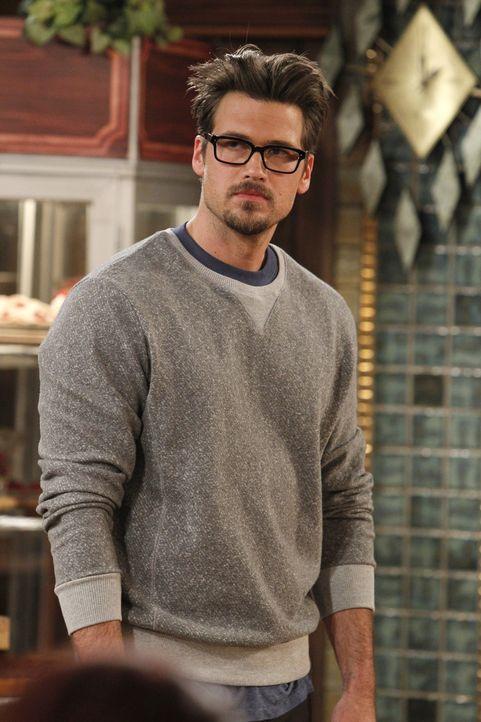Zu spät? Johnny (Nick Zano) wird sich erst nach der Abfuhr von Max (Kat Dennings) wirklich über seine wahren Gefühle klar. Ob Max der jungen Lieb... - Bildquelle: Warner Brothers