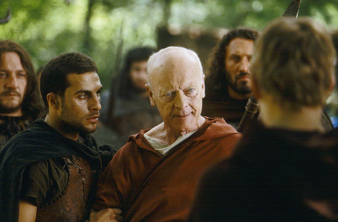 Senator Cicero (Michael Byrne, M.) kann die legendäre Dritte Legion überzeugen, für Octavius in den Kampf zu ziehen ... - Bildquelle: Hallmark Entertainment