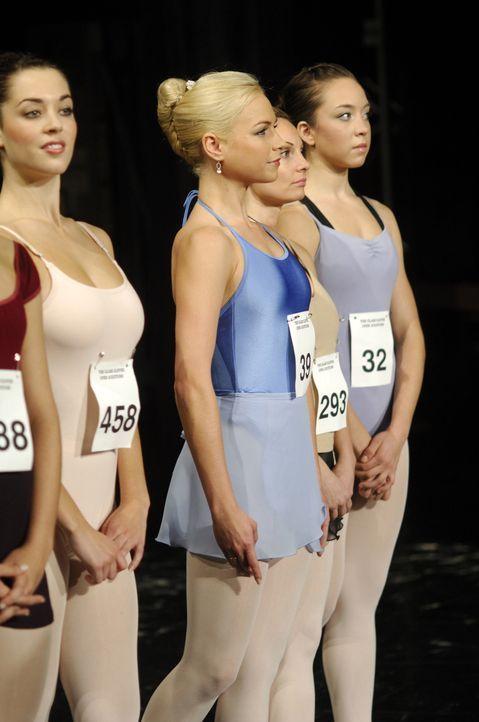Setzt sich bei der Aufnahmeprüfung gegen Kate durch, weil ihre Eltern Finanziers der Ballettakademie sind: Kate: Suzanne (Sarah Jayne Jensen, 2.v.l... - Bildquelle: Copyright   2008 Stage 6 Films, Inc. All Rights Reserved.