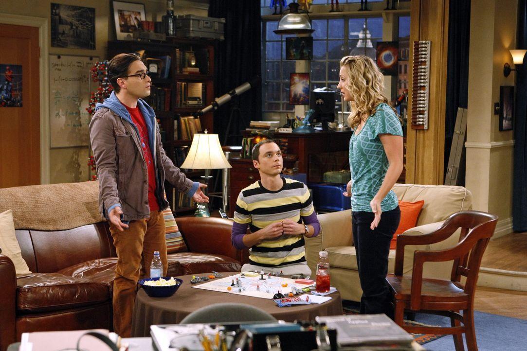 (v.l.n.r.) Leonard Hofstadter (Johnny Galecki); Sheldon Cooper (Jim Parsons); Penny (Kaley Cuoco) - Bildquelle: Sonja Flemming 2009 CBS Broadcasting Inc. All Rights Reserved / Sonja Flemming