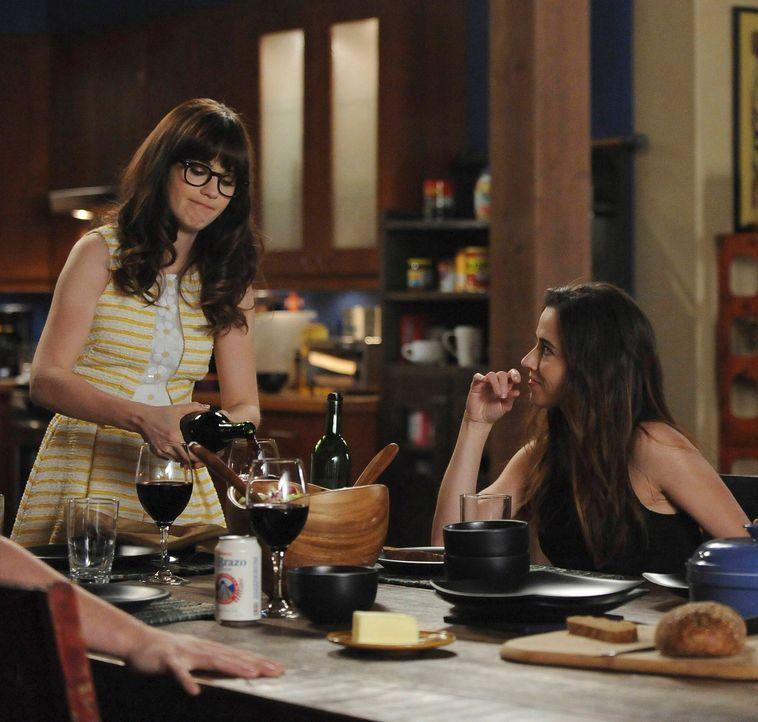 Jess (Zooey Deschanel, l.) bekommt Panik, als ihre Schwester Abby (Linda Cardellini, r.) sich dazu entscheidet, länger in Los Angeles zu bleiben ... - Bildquelle: TM &   2013 Fox and its related entities. All rights reserved.
