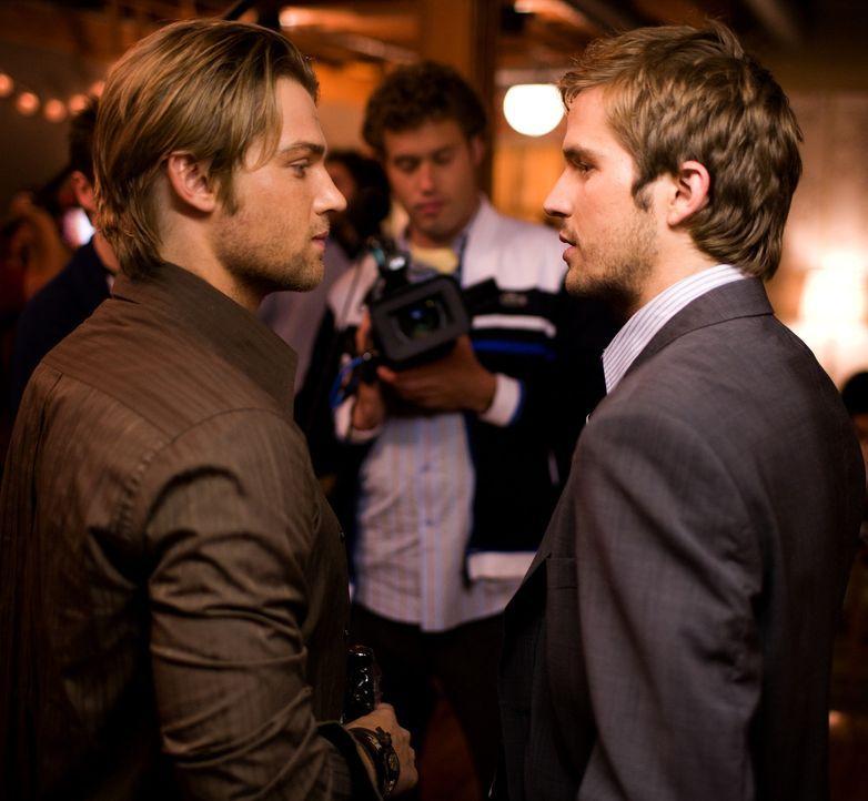 Als Rob (Michael Stahl-David, r.) einen Job in Japan antreten will, organisiert sein Bruder Jason (Mike Vogel, l.) eine große Abschiedsparty. Zunä... - Bildquelle: Paramount Pictures