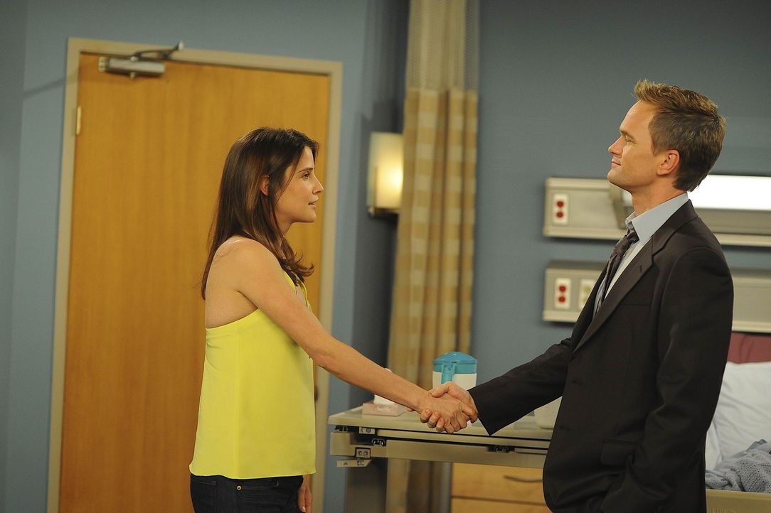 Noch im Krankenhaus wollen Barney (Neil Patrick Harris, r.) und Robin (Cobie Smulders, l.) ihr Verhältnis klären ... - Bildquelle: 20th Century Fox International Television