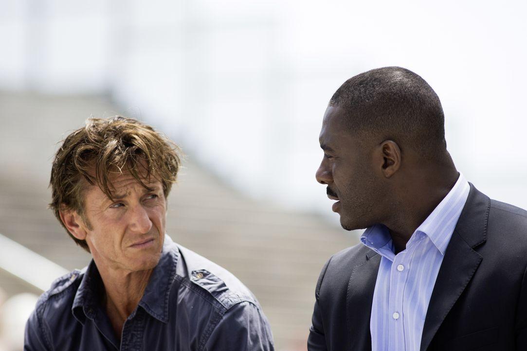 Terrier (Sean Penn, l.); Barnes (Idris Elba, r.) - Bildquelle: Keith Bernstein STUDIOCANAL/Keith Bernstein