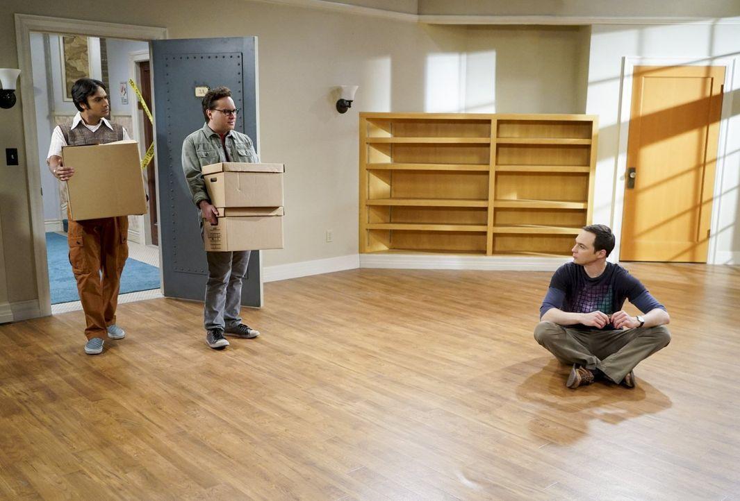 Während Leonard (Johnny Galecki, M.) und Sheldon (Jim Parsons, r.) ihre Niederlage beim Air Force Projekt überwinden müssen, beschließt Raj (Kunal N... - Bildquelle: 2016 Warner Brothers