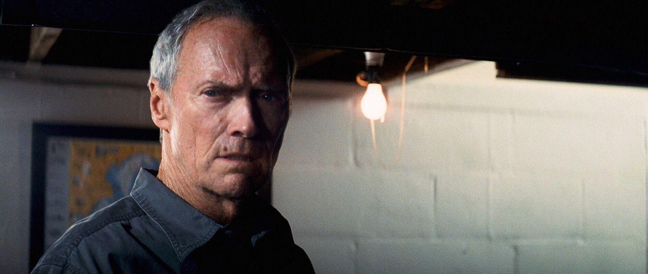 Der eigenwillige und unflexible Korea-Veteranen Walt Kowalski (Clint Eastwood) wird durch seine Migranten-Nachbarn gezwungen, seine tief verwurzelte... - Bildquelle: Warner Bros