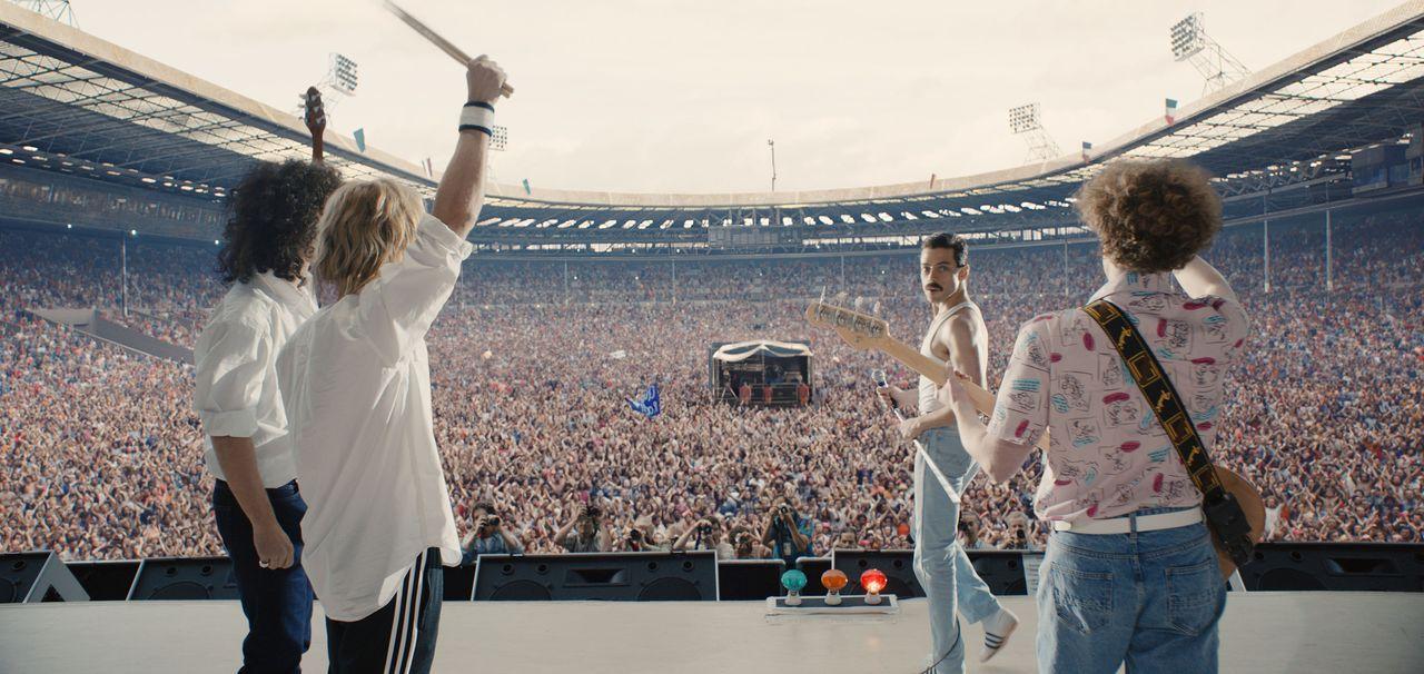 (v.l.n.r.) Brian May (Gwilym Lee); Roger Taylor (Ben Hardy); Freddie Mercury (Rami Malek); John Deacon (Joe Mazzello) - Bildquelle: 2018 Twentieth Century Fox Film Corporation.  All rights reserved.