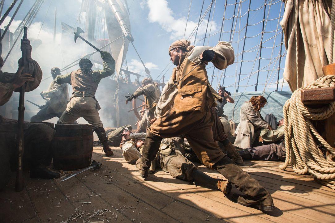 Die Piraten kämpfen bis zum bitteren Ende ... - Bildquelle: 2013 Starz Entertainment LLC, All rights reserved