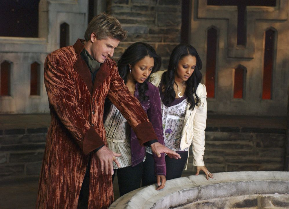 Endlich sind Camryn (Tamera Mowry, M.) und Alex (Tia Mowry, r.) wieder mit ihrem Vater (Arnold Pinnock, l.) vereint ... - Bildquelle: Disney - ABC - ESPN Television