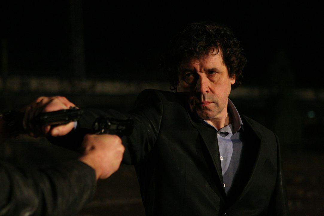 Als es Gangsterboss Gabriel Callaghan (Stephen Rea) mit seinem ehemaligen Kollegen zu dumm wird, lässt er ihn mit einem Kopfschuss aus dem Weg räu...