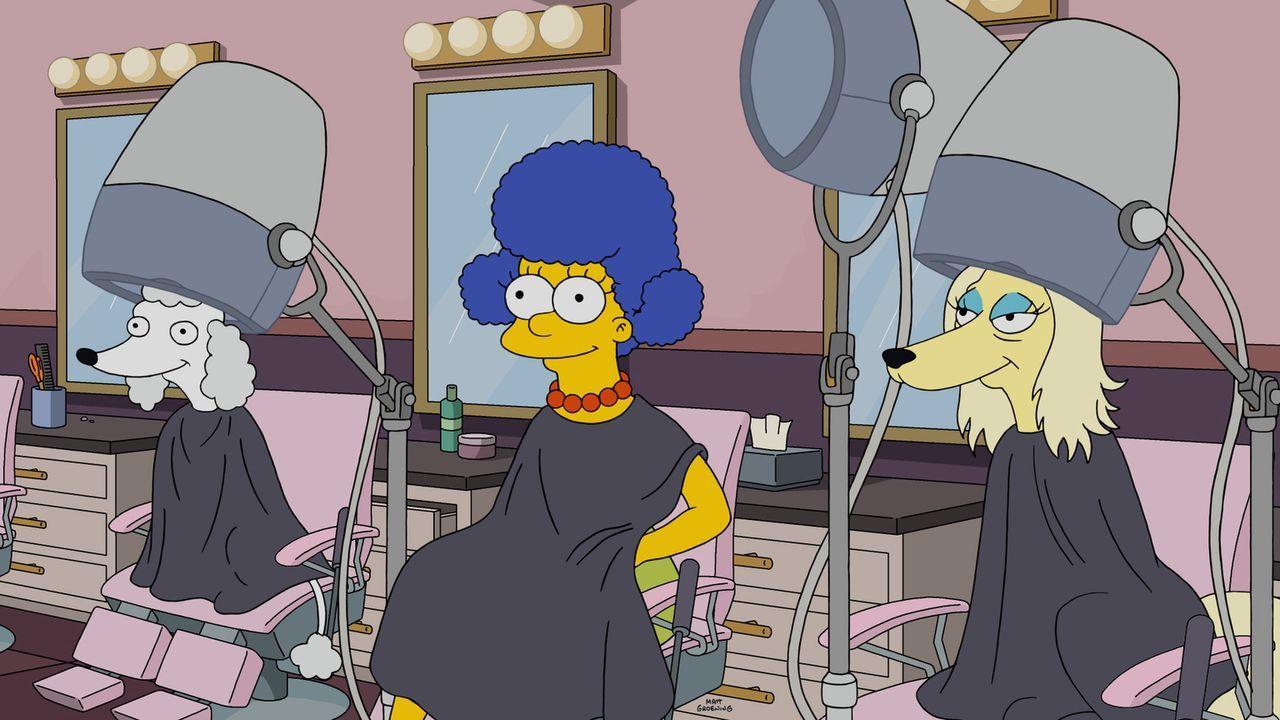 Nachdem herausgekommen ist, dass ein Hundeleben mehr wert ist, als ein Menschenleben, steht ganz Springfield Kopf. Auch Marge muss sich den Neuigkei... - Bildquelle: 2016-2017 Fox and its related entities. All rights reserved.