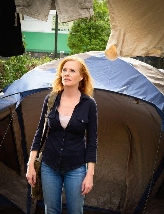 Christine (Marg Helgenberger) bringt einen tödlichen Plan ins Rollen, um die Gemeinschaft wieder hinter sich zu vereinen ... - Bildquelle: Brownie Harris 2015 CBS Studios Inc.