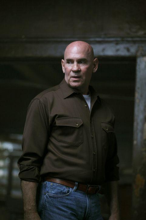 Kann Samuel Campbell (Mitch Pileggi, l.) Deans Familie vor den neuartigen Dämonen beschützen oder spielt er ein ganz anderes Spiel? - Bildquelle: Warner Bros. Television