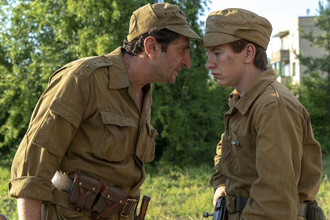 Bacho (Fares Fares, l.); Pavel (Barry Keoghan, r.) - Bildquelle: Sky UK Ltd/HBO