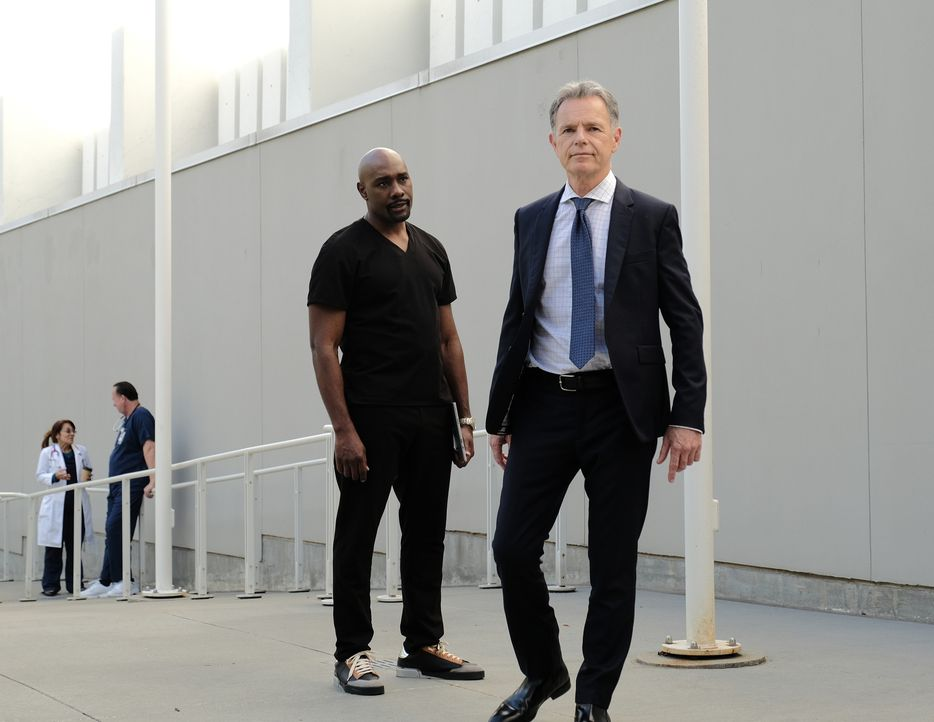 Dr. Barrett Cain (Morris Chestnut, l.); Dr. Randolph Bell (Bruce Greenwood, r.) - Bildquelle: Guy D'Alema 2019-2020 Twentieth Century Fox Film Corporation.  All rights reserved. / Guy D'Alema