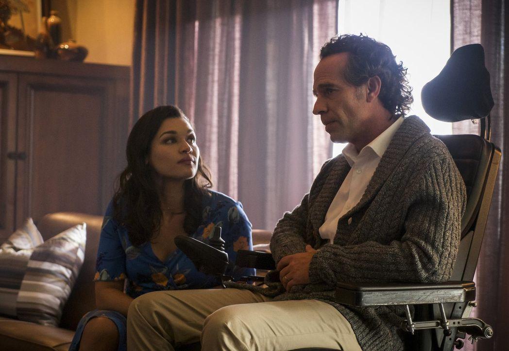 Was hat Marlize (Kim Engelbrecht, l.) und ihren Ehemann Clifford (Neil Sandilands, r.) zu dem werden lassen, was sie heute sind? - Bildquelle: 2017 Warner Bros.