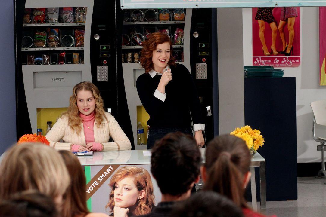 Während Tessa (Jane Levy, r.) mit Hilfe von Lisa (Allie Grant, l.) zur Wahl als Schulsprecherin antritt, muss Ryan erkennen, was es ist ein Loser z... - Bildquelle: Warner Brothers
