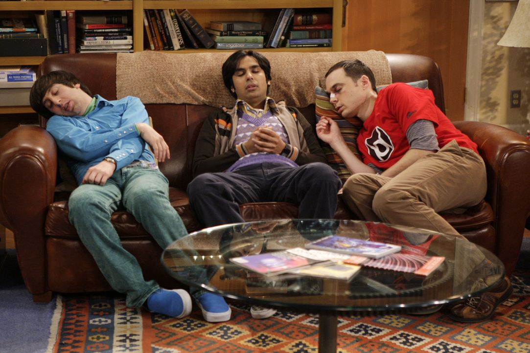Die Herren des Rings: Sheldon (Jim Parsons, r.), Raj (Kunal Nayyar, M.) und Howard (Simon Helberg, l.) ... - Bildquelle: Warner Bros. Television