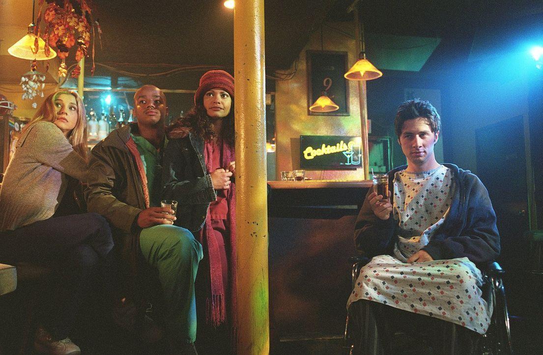 Mein freier Tag: J.D. (Zach Braff, r.), Turk (Donald Faison, 2.v.l.), Carla (Judy Reyes, 2.v.r.) und Elliot (Sarah Chalke, l.) ... - Bildquelle: Touchstone Television