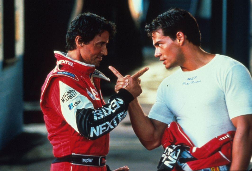 Konkurrenten auf der Rennstrecke und im Privatleben: Joe Tanto (Sylvester Stallone, l.) und Memo Moreno (Cristian de la Fuente, r.) ... - Bildquelle: Warner Bros.