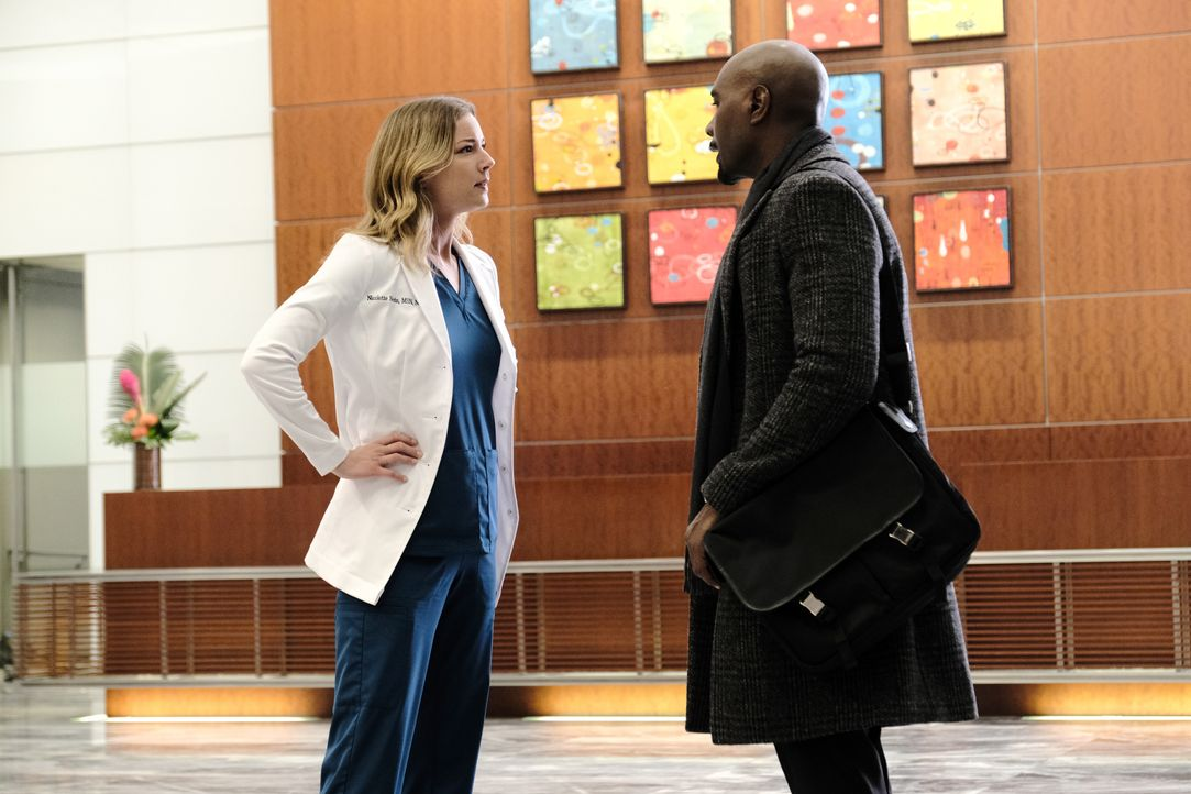 Nicolette Nevin (Emily VanCamp, l.); Dr. Barrett Cain (Morris Chestnut, r.) - Bildquelle: Guy D'Alema 2019-2020 Twentieth Century Fox Film Corporation.  All rights reserved. / Guy D'Alema
