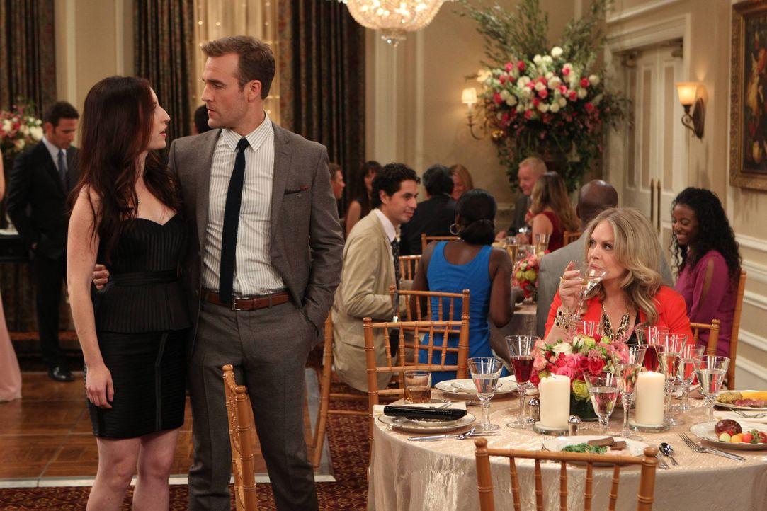 In dem Moment, wo Will (James Van Der Beek, M.) die Hilfe von Kate (Zoe Lister Jones, l.) am nötigsten hat, zeigt sie vor Gretchen (Beverly D'Angelo... - Bildquelle: 2013 CBS Broadcasting, Inc. All Rights Reserved.