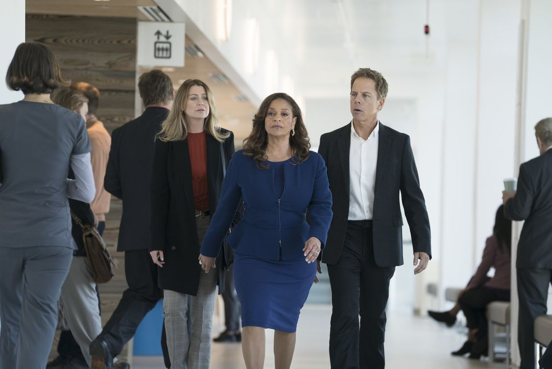 (v.l.n.r.) Dr. Meredith Grey (Ellen Pompeo); Dr. Catherine Avery (Debbie Allen); Dr. Thomas Koracick (Greg Germann) - Bildquelle: Eric McCandless ABC Studios/Eric McCandless