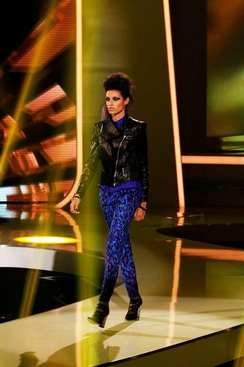 Fashion-Hero-Epi07-Gewinneroutfits-Rayan-Odyll-s-Oliver-01-Richard-Huebner - Bildquelle: Richard Huebner