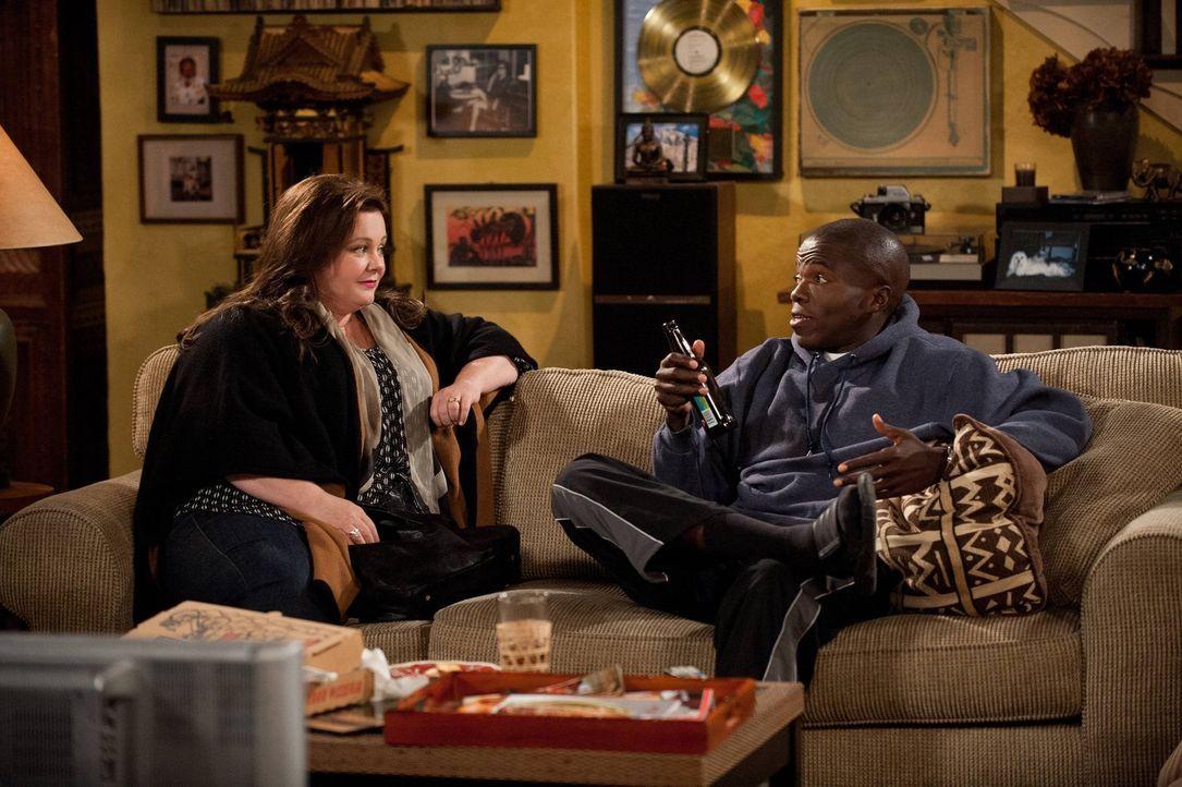 Zwischen Carl (Reno Wilson, r.) und Christina ist Schluss. Molly (Melissa McCarthy, l.) mag sich allerdings nicht für einen von beiden entscheiden u... - Bildquelle: Warner Brothers
