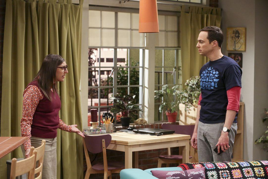 Amy (Mayim Bialik, l.) erkennt, dass die Hochzeit für Sheldon (Jim Parsons, r.) in einem Desaster enden könnte, weil seine Mutter nicht zu der Trauu... - Bildquelle: Warner Bros. Television