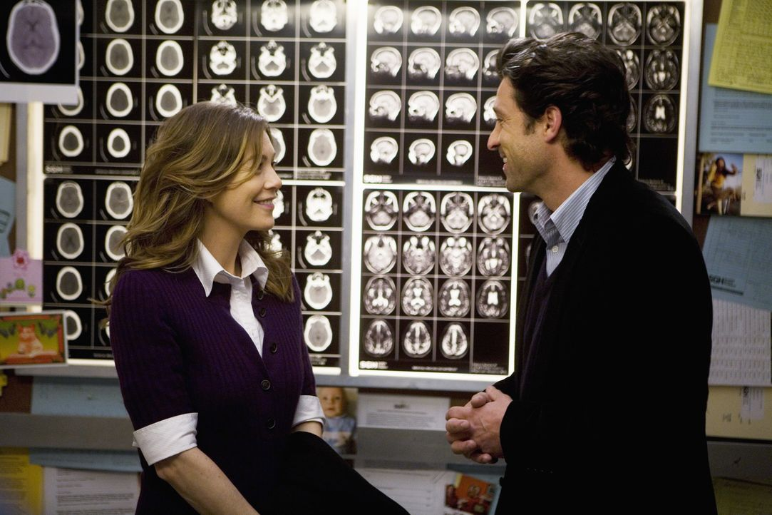 Derek (Patrick Dempsey, r.) hat den Fahrstuhl mit CT-Bildern ihrer gemeinsamen Operationen ausgestattet. Meredith (Ellen Pompeo, l.) ist beeindruckt... - Bildquelle: Randy Holmes 2009 American Broadcasting Companies, Inc. All rights reserved. NO ARCHIVE. NO RESALE.