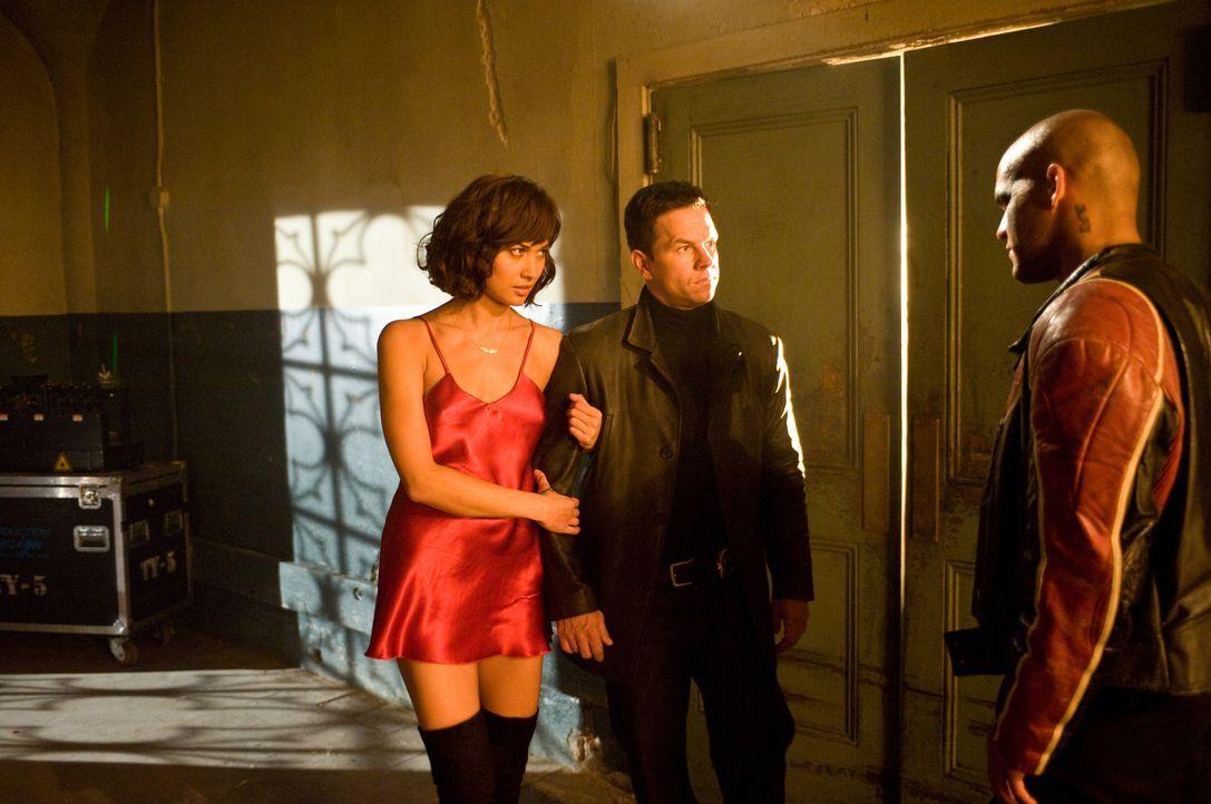 (v.l.n.r.) Natasha (Olga Kurylenko); Max Payne (Mark Wahlberg); Jack Lupino (Amaury Nolasco ) - Bildquelle: 2008 Twentieth Century Fox Film Corporation. All rights reserved.