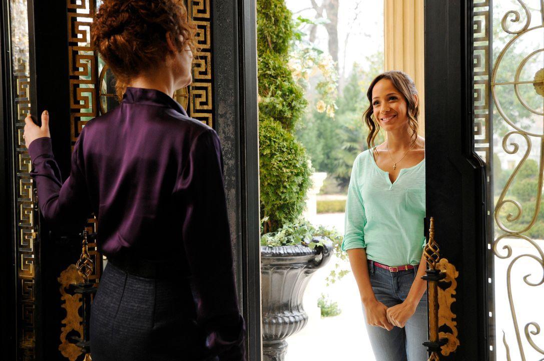 Nachdem Marisol von Evelyn Powell (Rebecca Wisocky, l.) gekündigt wurde, bewirbt sich Rosie (Dania Ramirez, r.), um Marisol bei der Suche nach der W... - Bildquelle: ABC Studios