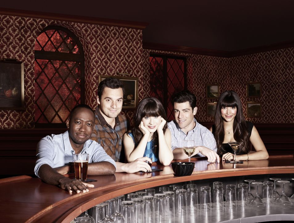(3. Staffel) - Nick (Jake Johnson, 2.v.l.), Schmidt (Max Greenfield, 2.v.r.), Jess (Zooey Deschanel, M.), Winston (Lamorne Morris, l.) und Cece (Han... - Bildquelle: TM &   2013 Fox and its related entities. All rights reserved.