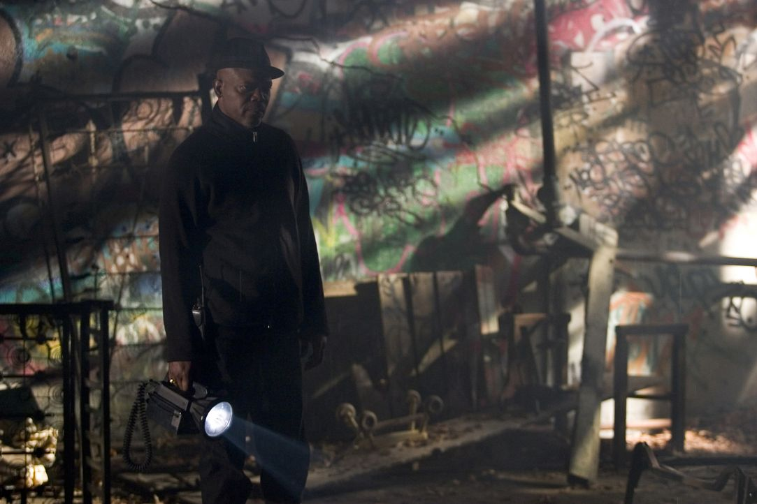 Steht vor einem Rätsel: Detective Council (Samuel L. Jackson) ... - Bildquelle: Sony Pictures Television International. All Rights Reserved.