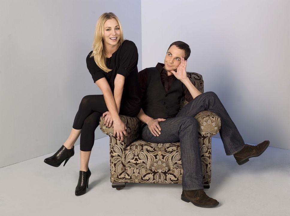 (3. Staffel) - Obwohl sie so unterschiedlich sind, wie es nur sein kann, sind Penny (Kaley Cuoco, l.) und Sheldon (Jim Parsons, r.) gute Freunde ... - Bildquelle: Warner Bros. Television