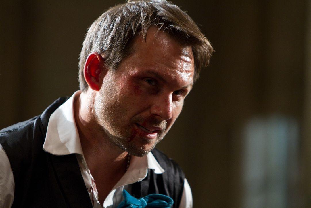 Anwalt Marcus Baptiste (Christian Slater) hat einen Hang zu illegalen Machenschaften ... - Bildquelle: Frank Masi 2012 Constantin Film Verleih GmbH