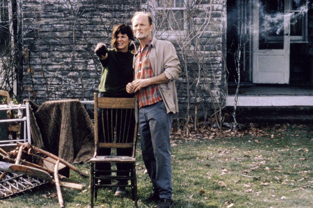 Schon bald muss Jackson Pollock (Ed Harris, r.) erkennen, dass auch Lee Krasner (Marcia Gay Harden, l.) ihn nicht retten kann ... - Bildquelle: 2003 Sony Pictures Television International. All Rights Reserved.